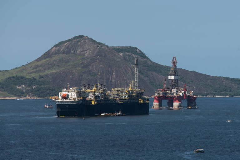Plataformas de petróleo na baía da Guanabara, no Rio de Janeiro