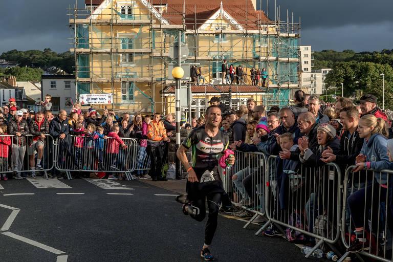 Quando o Ironman começou a ser disputado em Tenby,em 2011,parte da popilação local rejeitou o evento. Atualmente, o apoio é total