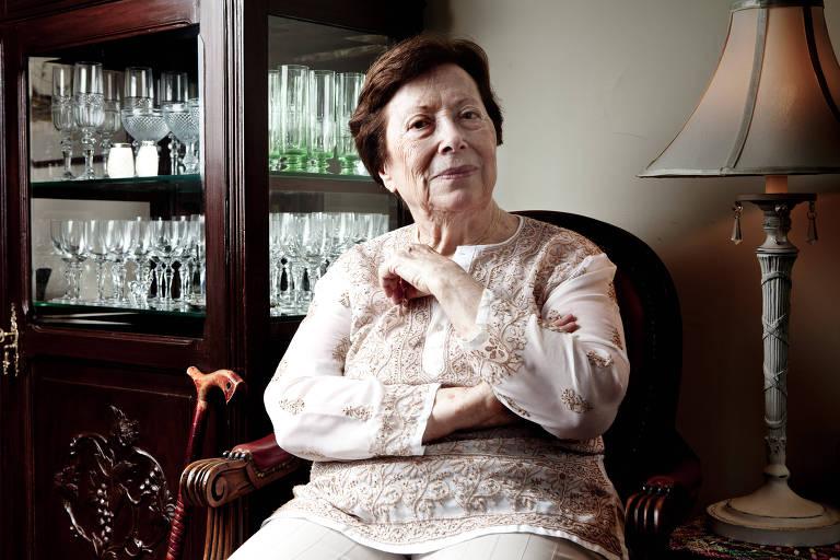 Renée de Carvalho, em seu apartamento no Rio de Janeiro, em 2012