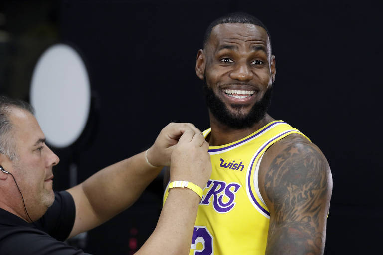 LeBron James se apresenta no Los Angeles Lakers