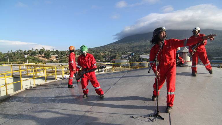 Greenpeace ocupa refinaria na Indonésia
