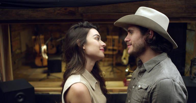 Coração de Cowboy é um longa com Gabriel Sater e Thaila Ayala faz homenagem ao universo sertanejo da dupla Chitãozinho e Xororó