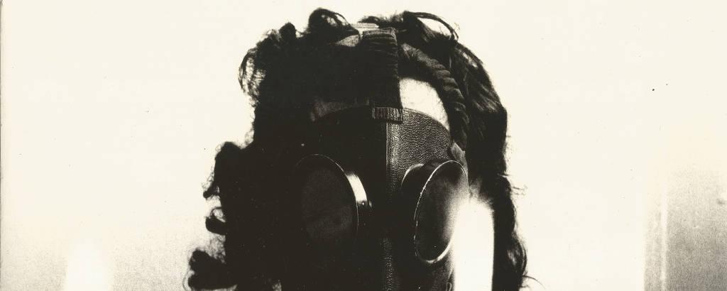 Obra de Carlos Pasquetti, na mostra 'AI-5 50 Anos', no Instituto Tomie Ohtake.