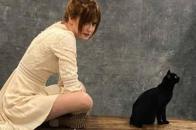 Marina Ruy Barbosa com o gato de O Setimo Guardião