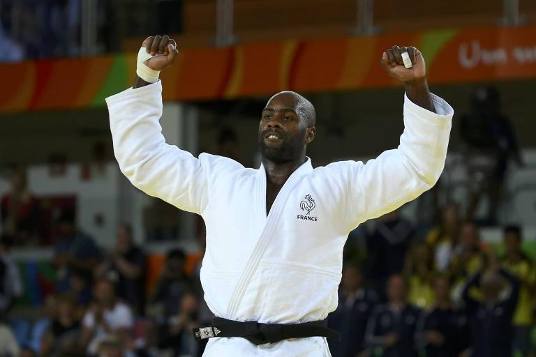 Teddy Riner celebra a medalha de ouro conquistada na Olimpíada do Rio, em 2016, seu segundo ouro olímpico