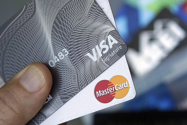 Foto de cartões Visa e Master