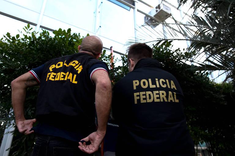 Peritos da Polícia Federal em investigação em Brasília