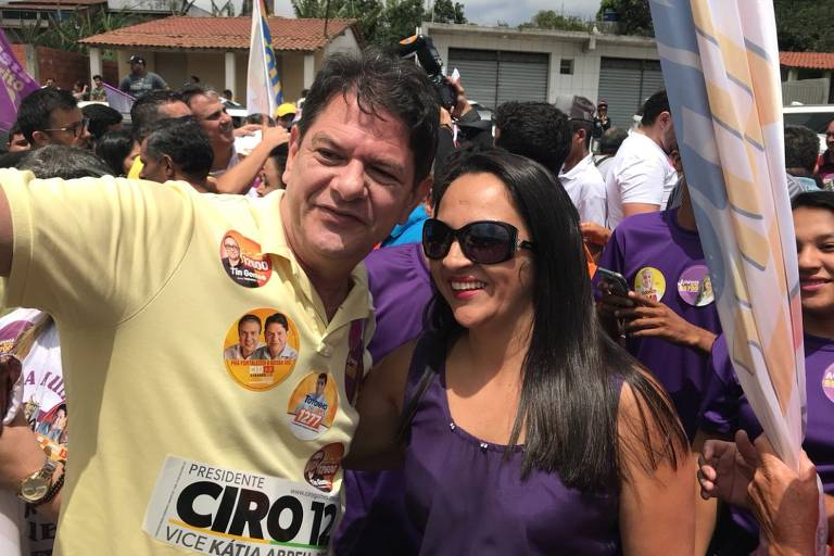O candidato a senador Cid Gomes, do PDT, em campanha no interior do Ceará