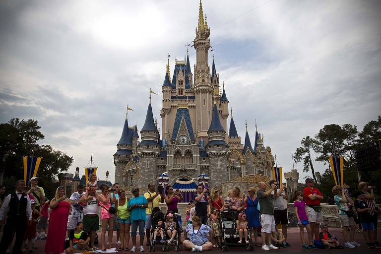 Castelo no parque temático da Disney Magic Kingdom, em Orlando, nos EUA