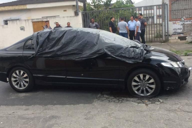 Carro do policial foi atingido por mais de 50 disparos de fuzis