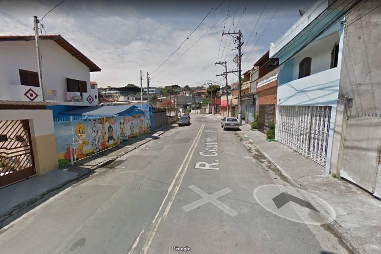 Trecho da rua Coutinho e Melo, na zona leste da capital, onde ocorreu a troca de tiros na última terça (25)