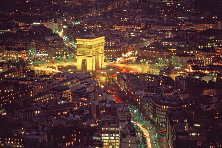 Arco do Triunfo, na ponta da avenida Champs-Élysées, em Paris