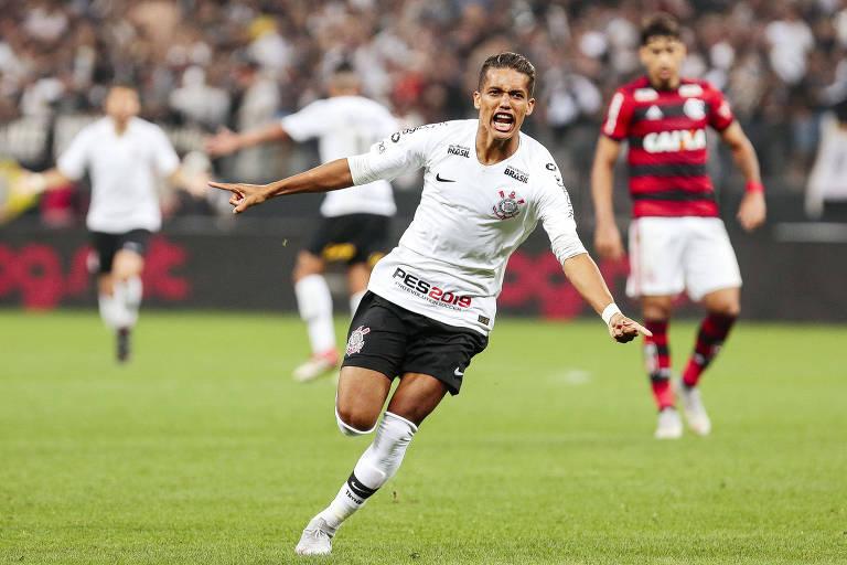 Pedrinho comemora seu gol contra o Flamengo, adversário desta sexta (5) em Itaquera