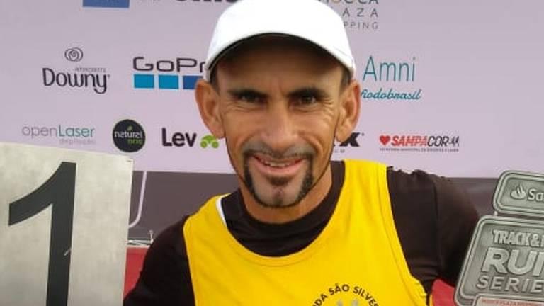 Ivanildo Dias, o lixeiro que treina corredores