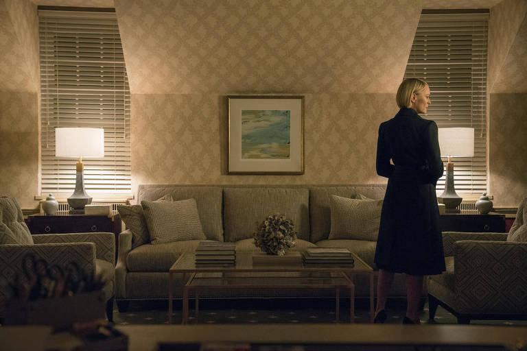 a atriz robin wright em cena de house of cards