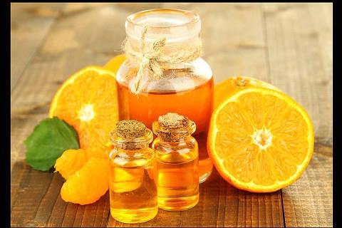 Óleo de laranja no hidratante pode auxiliar a drenagem e a diminuição de celulite DIREITOS RESERVADOS. NÃO PUBLICAR SEM AUTORIZAÇÃO DO DETENTOR DOS DIREITOS AUTORAIS E DE IMAGEM