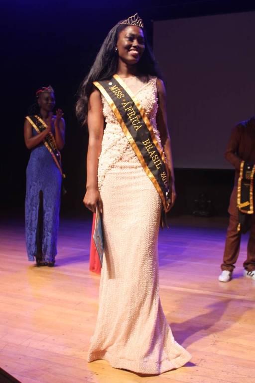 Samira Nancassa, 28, ao vencer o concurso Miss África Brasil
