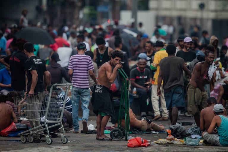 Usuários de drogas na cracolândia, no centro de São Paulo