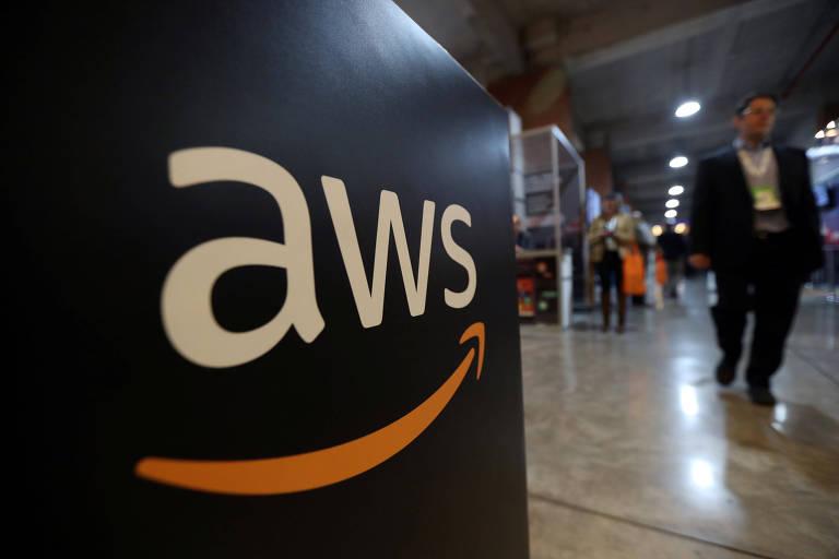 Logotipo da AWS, braço de computação em nuvem da Amazon, em evento em Santiago, no Chile