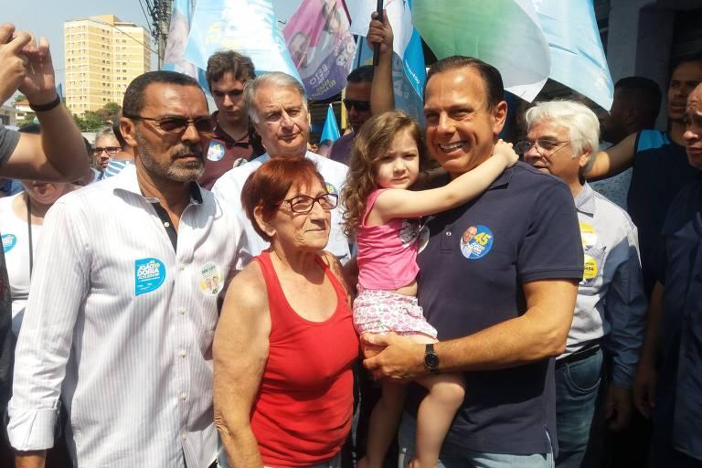 João Doria e líder comunitário Beto do Social, em ato de campanha no Rio Pequeno