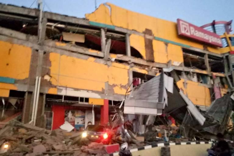 Shopping na cidade de Palu, na ilha de Sulawesi, que desabou após o tremor