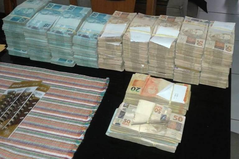 Dinheiro apreendido durante operação da Polícia Federal contra aliados do ex-governador de Goiás Marconi Perillo