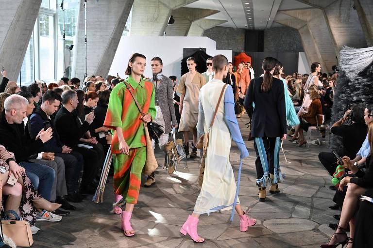 Desfile da Loewe na semana de moda de Paris