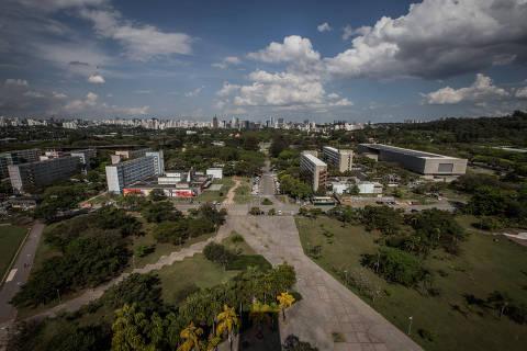 SÃO PAULO, SP, BRASIL, 19-09-2018: Ensaio na Cidade Universitária, para o caderno especial do RUF. Na foto, vista da USP de cima da torre do relógio, na Praça do Relógio. (Foto: Bruno Santos/ Folhapress) *** FSP-ESPECIAIS *** EXCLUSIVO FOLHA***