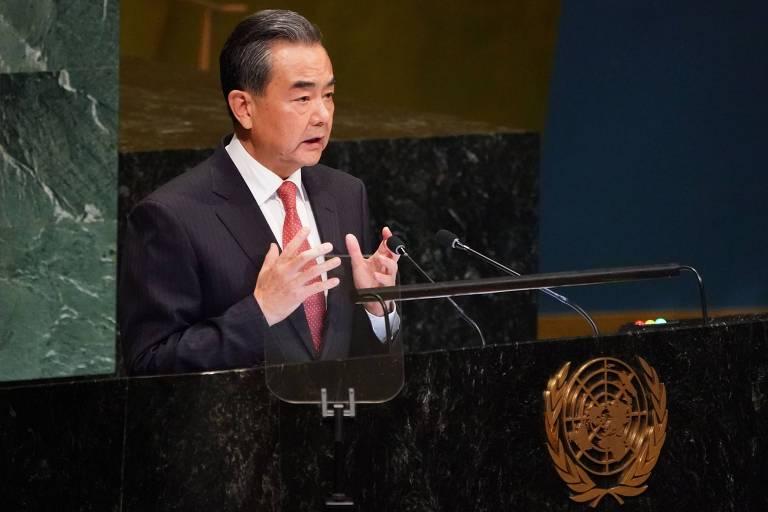 O ministro de Relações Exteriores da China, Wang Yi, discursa na Assembleia-Geral da ONU, em Nova York