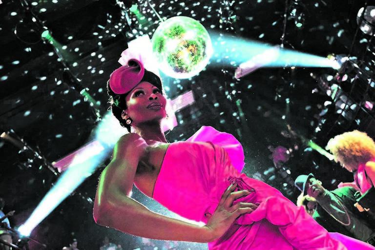 A atriz e modelo trans Dominique Jackson, nascida em Trinidad e Tobago, em cena da nova série 'Pose'