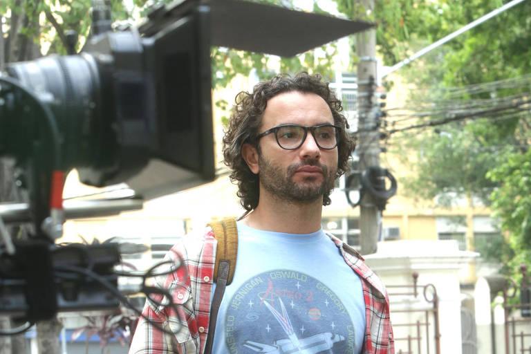 """O ator Marco Luque durante gravação do filme """"O Homem Perfeito"""", na Oficina Cultural Mario de Andrade"""