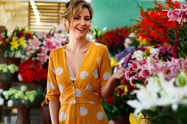 a8d3fcce97c8 A blogueira Lilian Paiva usa macaquinho amarelo, aposta forte da temporada