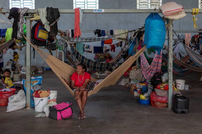 Indígenas venezuelanos da etnia Warao em abrigo em Pacaraima (Roraima)
