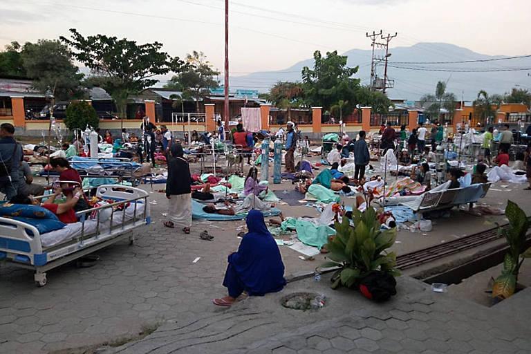 Terremoto seguido de tsunami na Indonésia