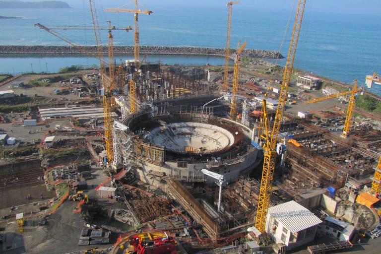 Vista geral das obras da usina nuclear Angra 3, em Angra dos Reis (RJ), em 2011