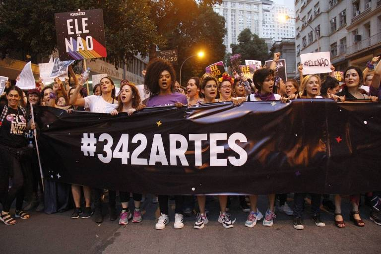 Atrizes participam de manifestação contra Bolsonaro na Cinelândia, centro do Rio
