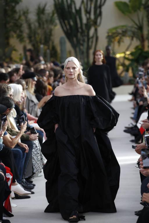 Desfile da grife Valentino na semana de moda de Paris