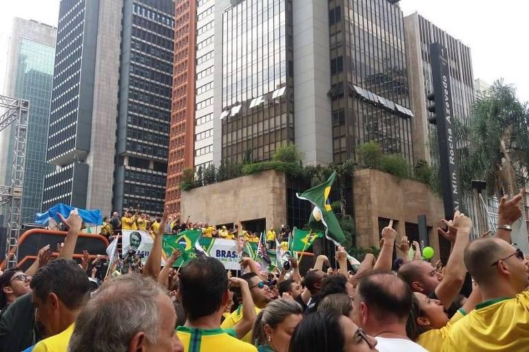 Manifestantes participam de ato pró-Bolsonaro na avenida Paulista