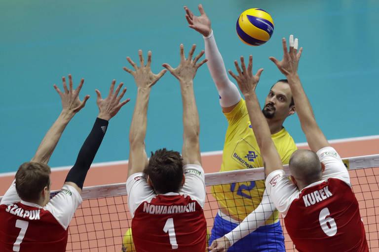 Lipe Fonteles enfrenta bloqueio triplo da Polônia durante a final do Mundial