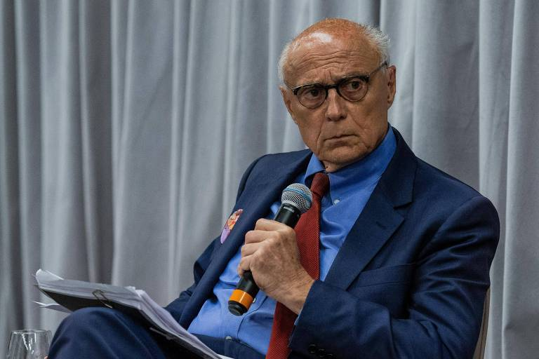 Eduardo Suplicy (PT) durante debate de candidatos ao Senado promovido pela Folha