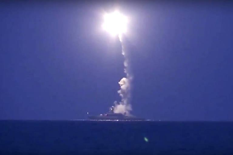 Míssil de cruzeiro semelhante ao proibido é lançado de navio russo no mar Cáspio contra alvos na Síria
