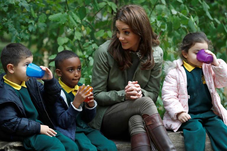 Kate Middleton em visita a escola de Londres