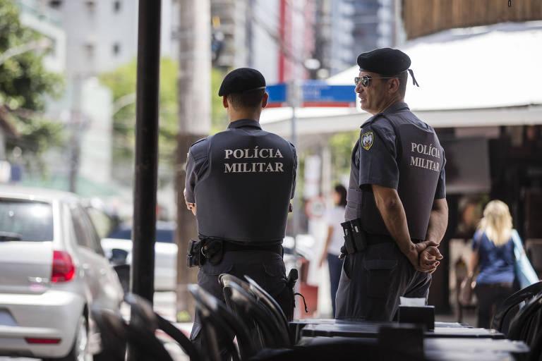 Policiais começam a retomar o patrulhamento das ruas de Vitória após greve da categoria no Espírito Santo, em 2017