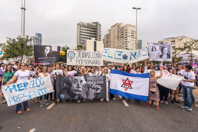 Judeus protestam contra Bolsonaro no Largo da Batata, em São Paulo, no último sábado (29)