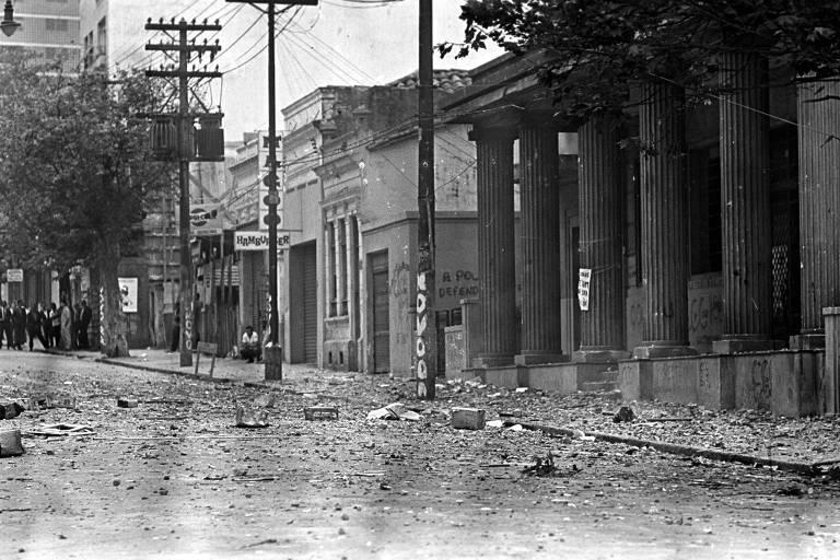 """Fachada da Faculdade de Filosofia, Ciências e Letras da USP, na rua Maria Antônia, em São Paulo (SP), em 3 de outubro de 1968, após a chamada """"Batalha da Maria Antônia"""""""