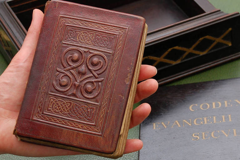 Exemplar do Evangelho de São Cuteberto, o livro mais antigo da Europa