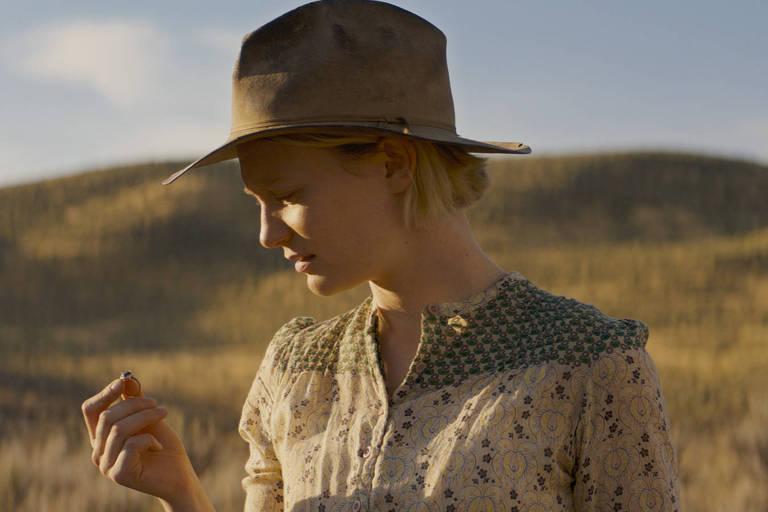 Mia Wasikowska em cena do filme 'Damsel'