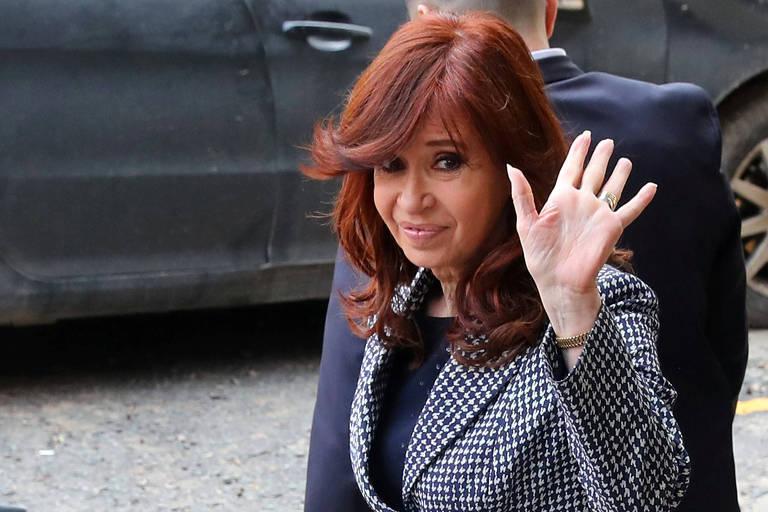 Cristina Kirchner deixa o prédio da Justiça Federal em Buenos Aires no dia 18 de setembro