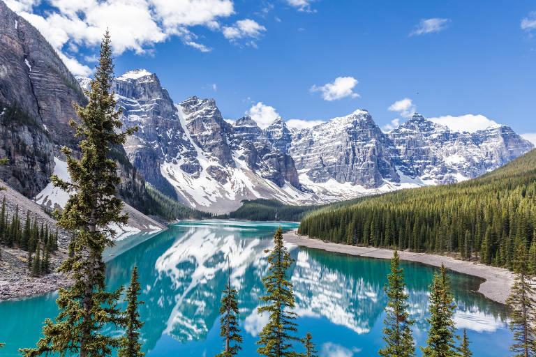 Cadeia de montanhas no Parque Nacional de Banff, no Canadá