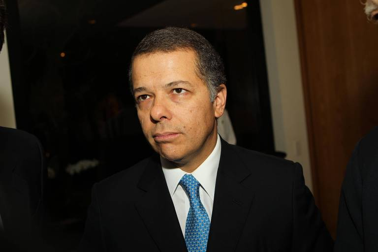 Relações políticas de preso pela PF incluem Lula, Doria, Alckmin e suplente de Flávio Bolsonaro